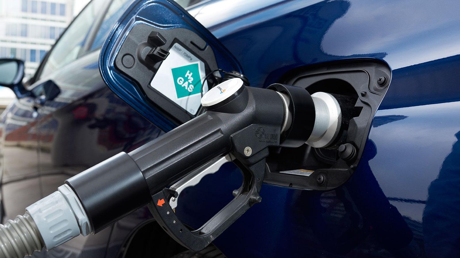 Toyota y Hyundai apoyarán a los dueños de sus autos de hidrógeno durante la suspensión de la red de abastecimiento
