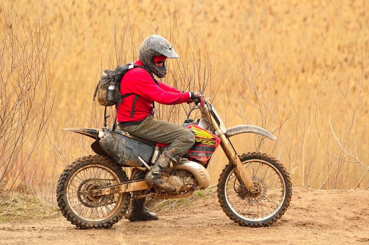 Elige las mejores botas para viajar en moto