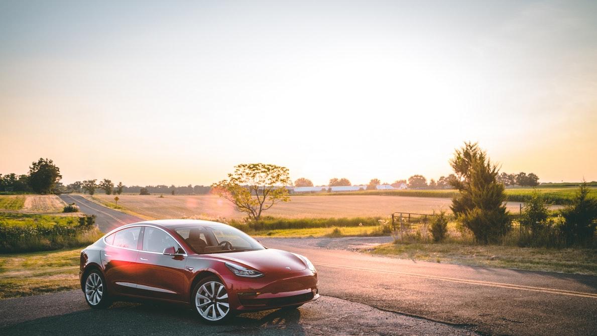 Tesla logró evitar los aranceles al aluminio promovidos por Trump