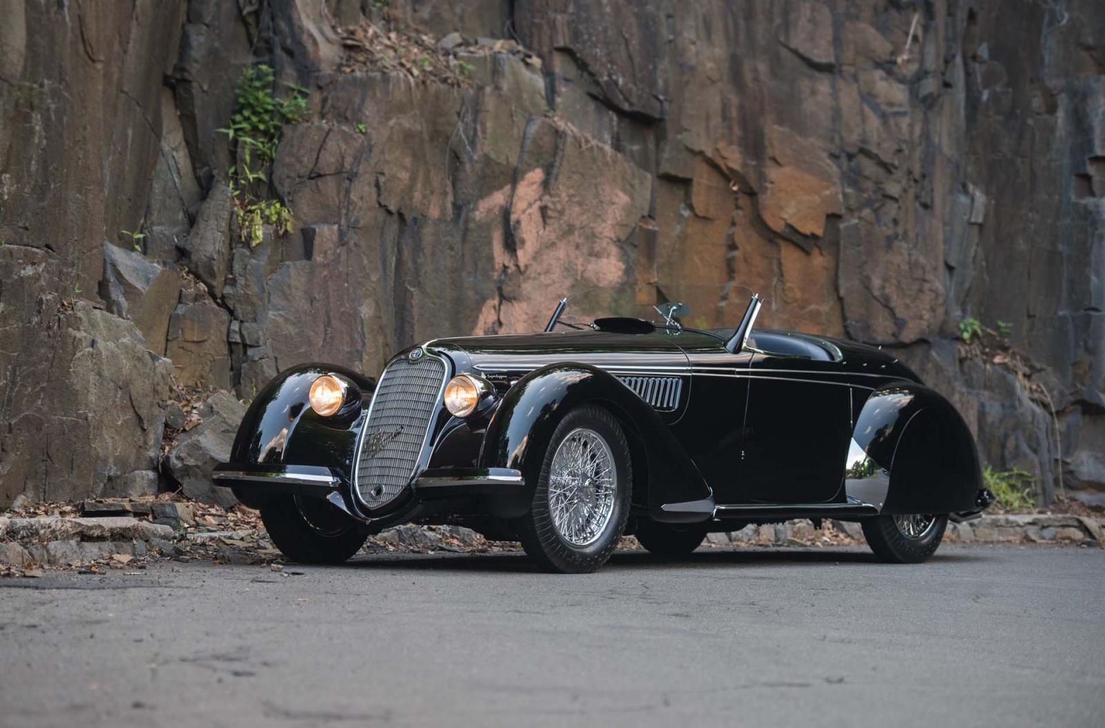 Al Alfa Romeo 8C 2900 B Lungo Spider 1939 lo distingue su gran porte