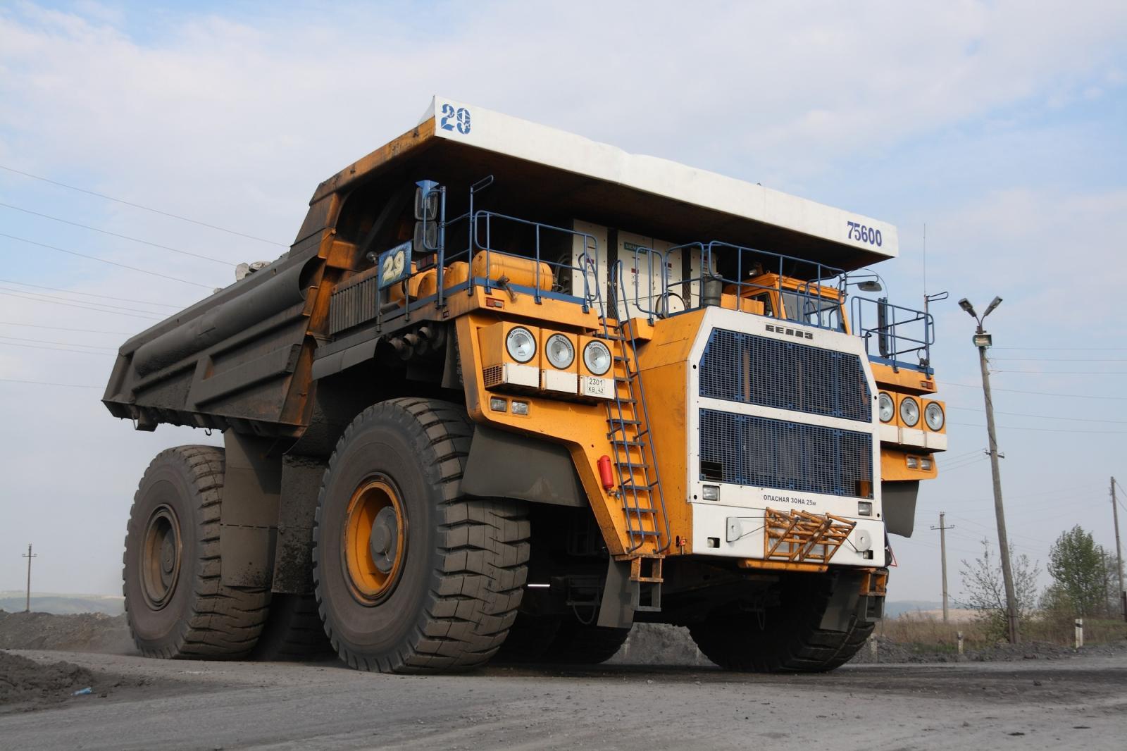 Camiones mas grandes del mundo BelAZ 75600