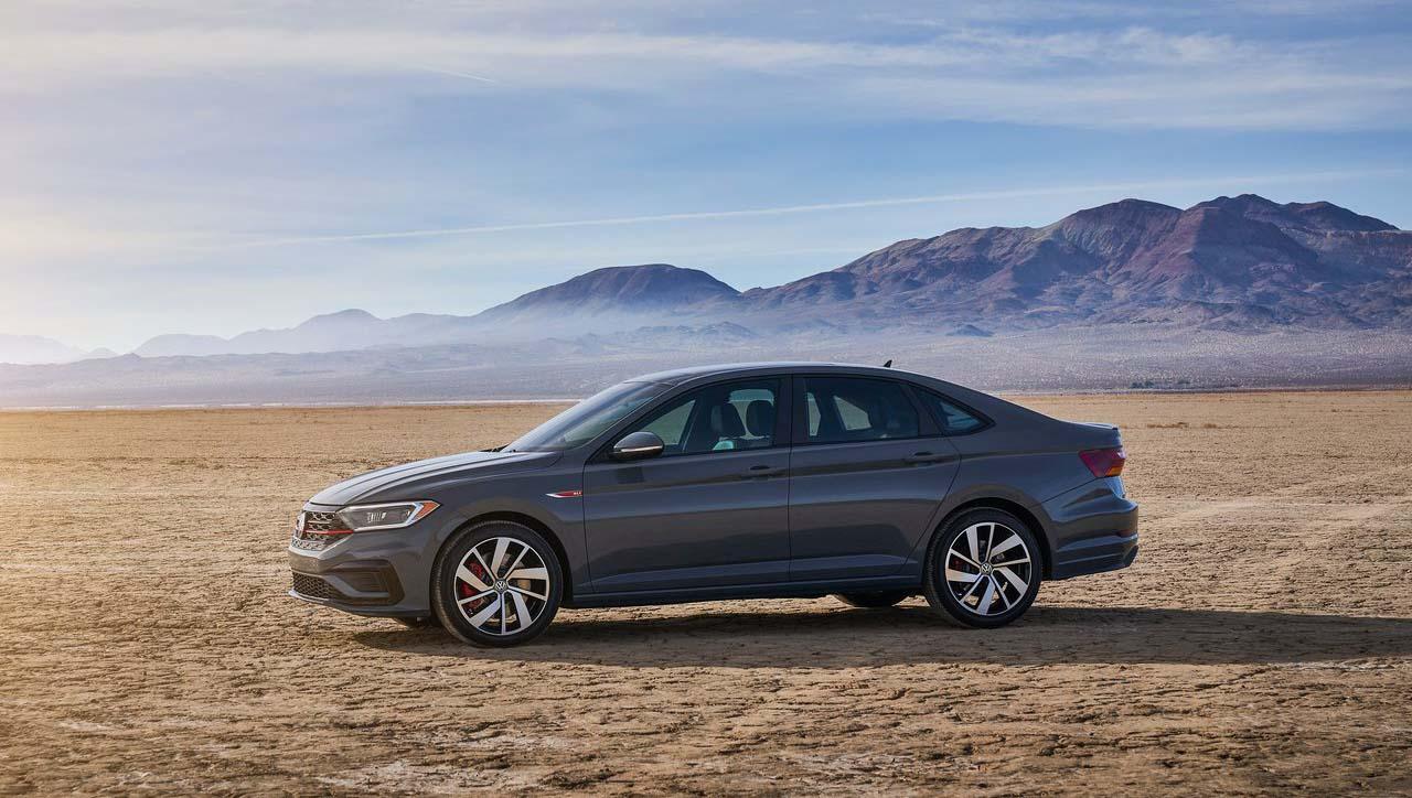 El Volkswagen Jetta GLI 2019 tiene bajo el cofre un motor turbo de 2.0 litros