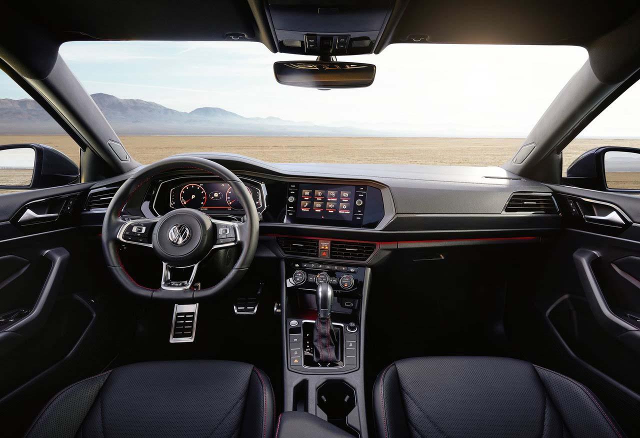 El Volkswagen Jetta GLI 2019 tiene acabados de calidad en el interior