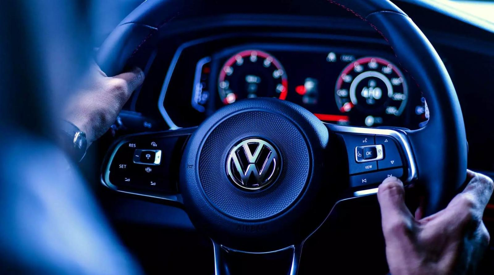 Volkswagen Jetta GLI 2019 resena ventajas desventajas cuadro de instrumentos volante