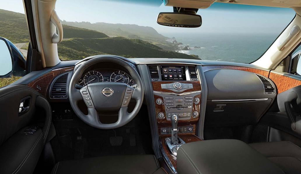 La Nissan Armada Exclusive 4WD 2019 tiene un tablero bien construido, pero con botones que no están tan accesibles para el conductor