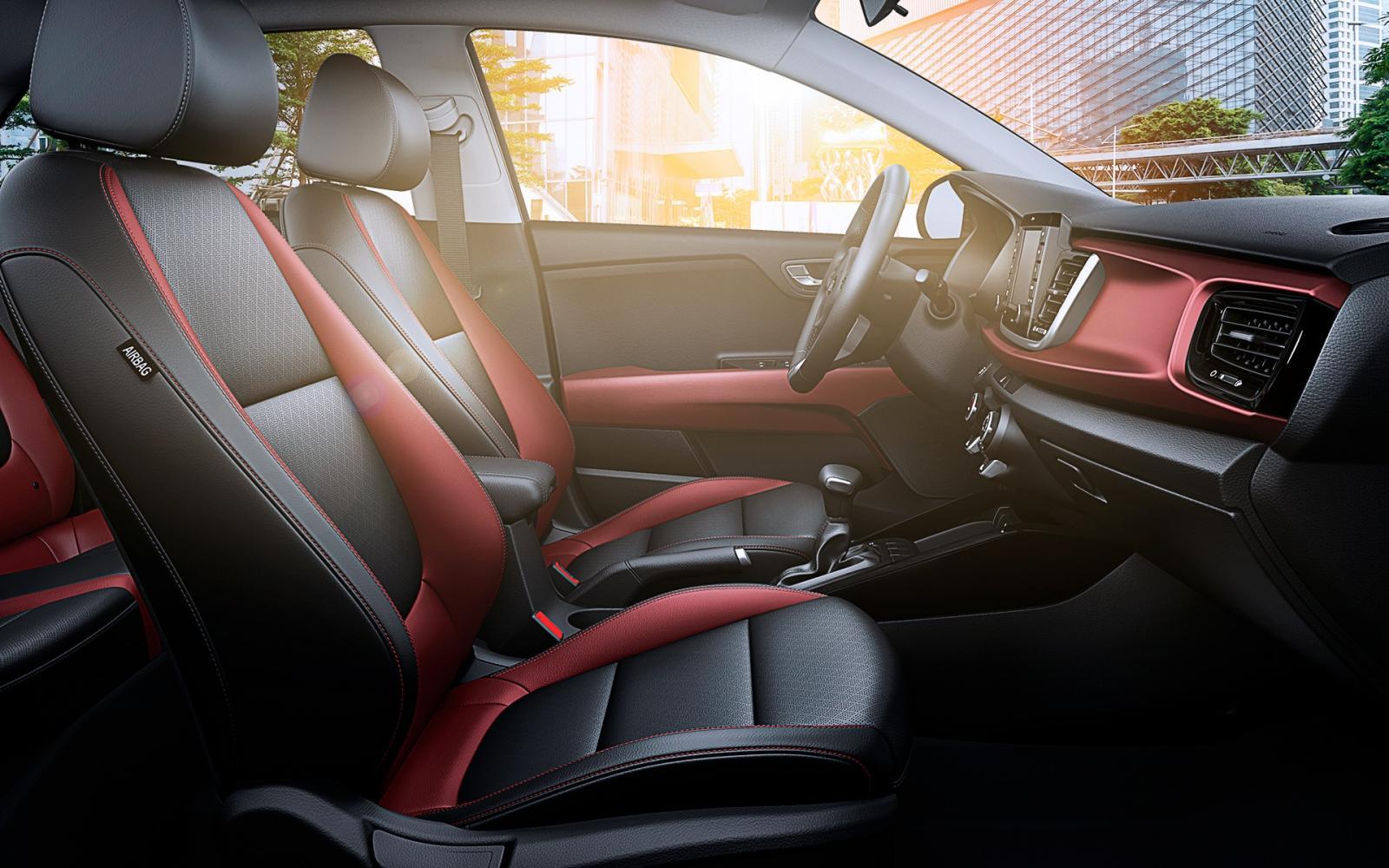 El interior del Kia Rio 2020 precio en México es confortable para piloto y acompañantes
