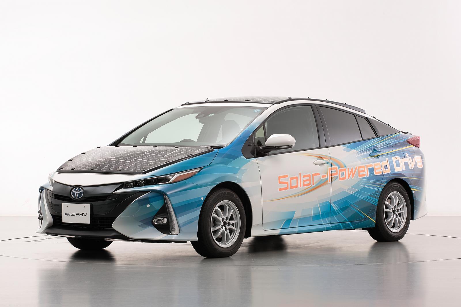 Presentan un Toyota Prius que funciona con energía solar