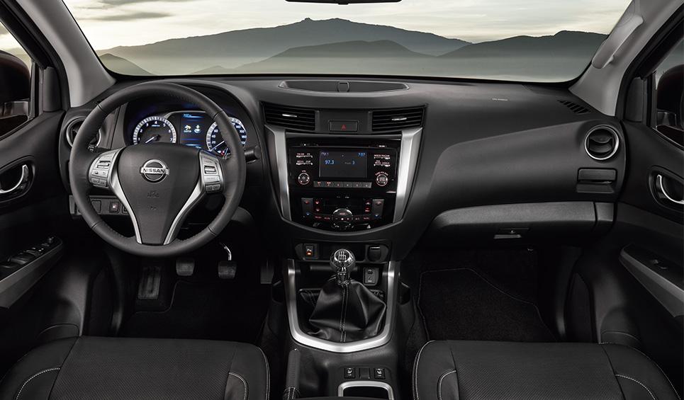 La oferta tecnológica de la Nissan NP300 Frontier 2020 precio en México es básica, pero suficiente para tener una experiencia agradable