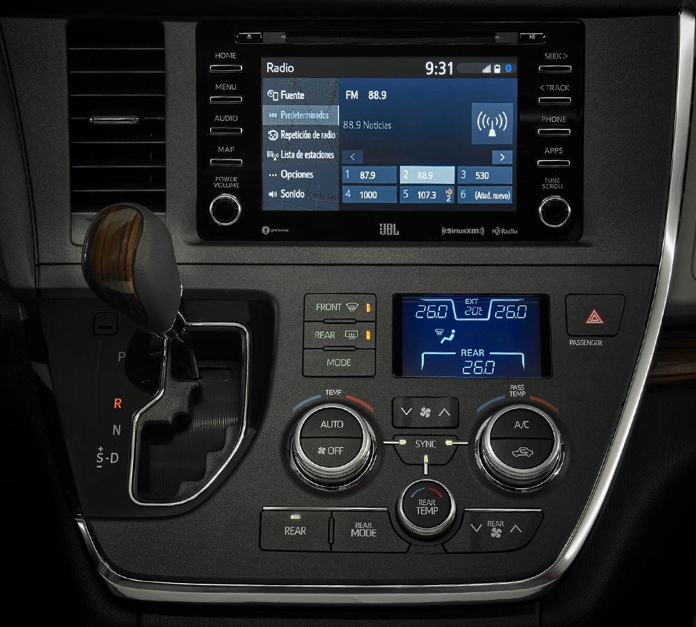La distribución de los controles es uno de los apartados donde la Toyota Sienna Ltd 2020 resena ventajas desventajas puede mejorar