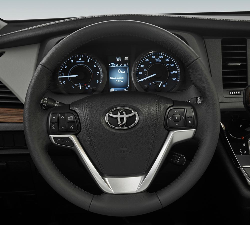 La Toyota Sienna Ltd 2020 resena ventajas desventajas tiene potencia suficiente para la mayoría de las situaciones