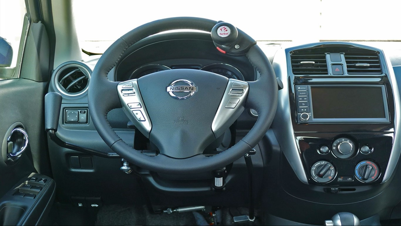 Nissan Versa GO volante