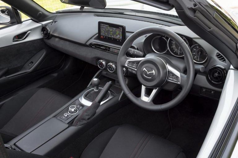 La diferencia en precio entre los paquetes del Mazda MX-5 se debe a la cantidad de componentes incluidos
