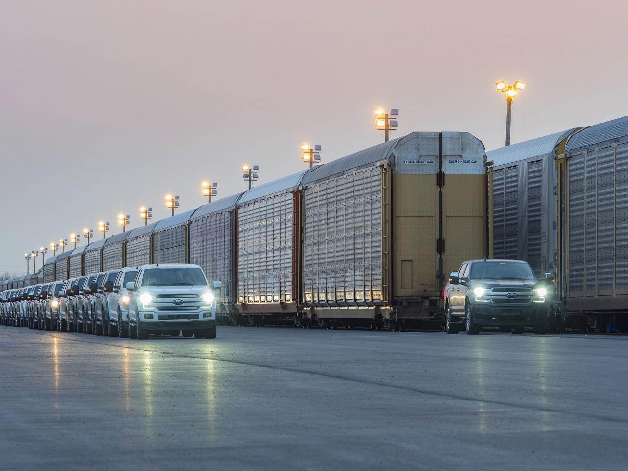 Ford demuestra las capacidades de su nueva F-150 eléctrica