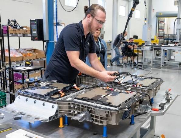 BMW duplicará su producción de baterías