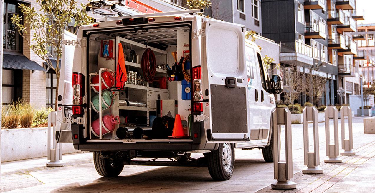 La carga se debe distribuir de forma equilibrada en el área trasera de la van