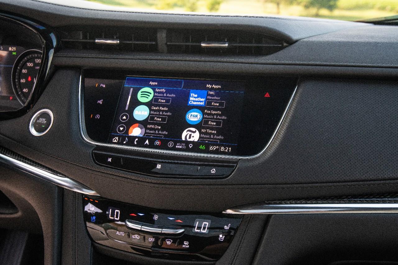 Cadillac XT5 sistema de infoentretenimiento