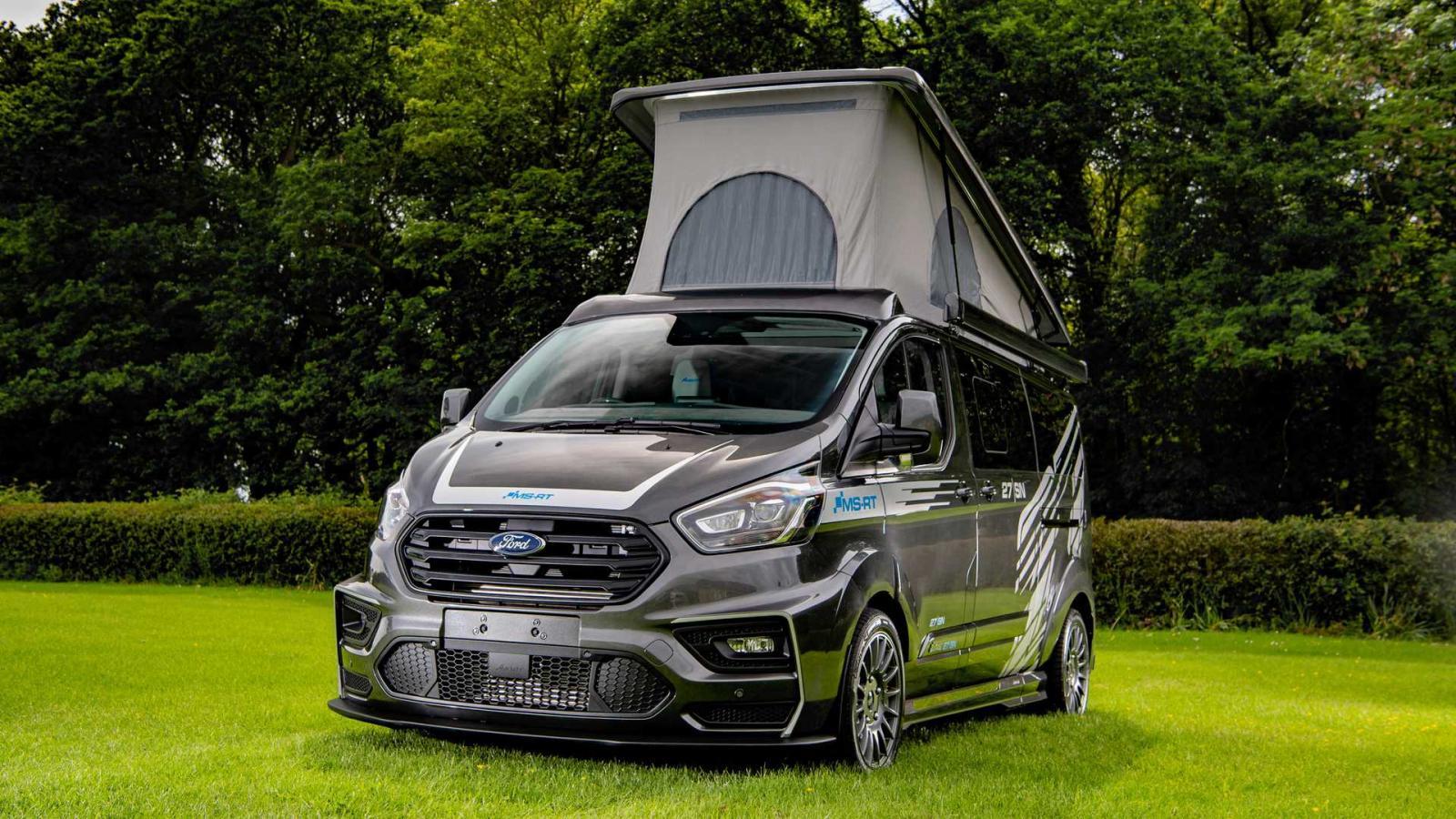 La Ford Transit Custom Camper tiene una apariencia muy atractiva por tener algunos elementos deportivos