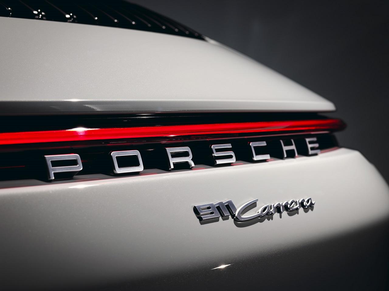 Porsche 911 da la bienvenida a sus nuevos modelos Carrera Coupé y Cabrio