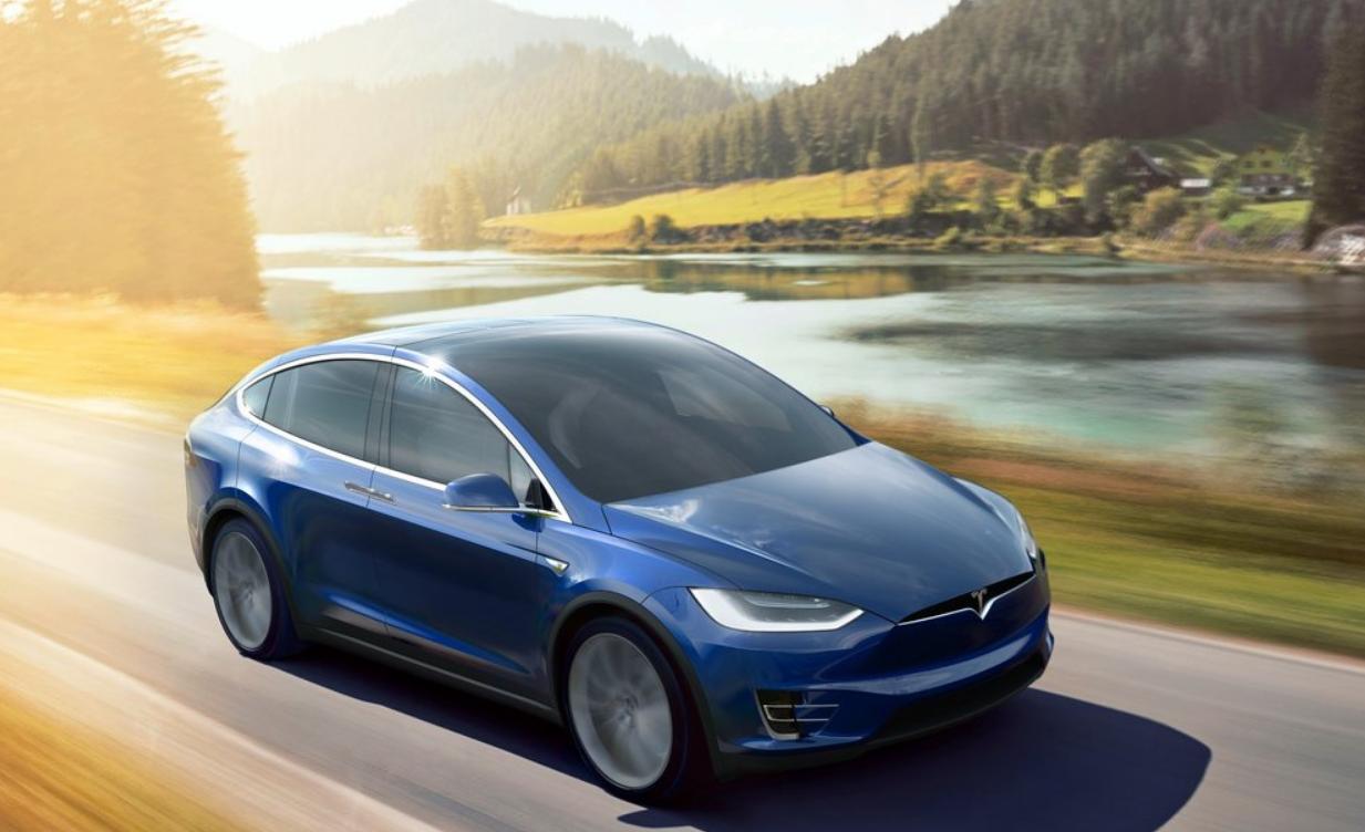 La Tesla Model X es uno de los 2 modelos beneficiados por esta medida