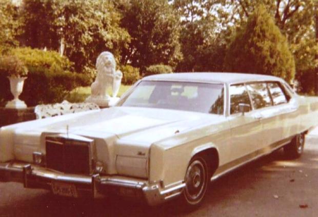 Entre los autos que se subastarán de Elvis Presley se encuentra un Lincoln Continental 1973