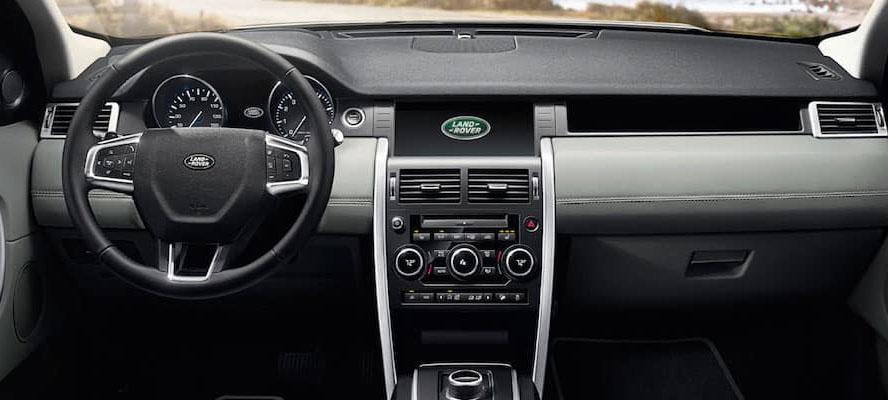El interior de la Land Rover Discovery Sport HSE Luxury 2019 necesitaría una renovación