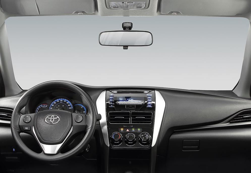 Suzuki Ciaz GLS TM 2019 Toyota Yaris Sedán Core MT 2019 comparativa