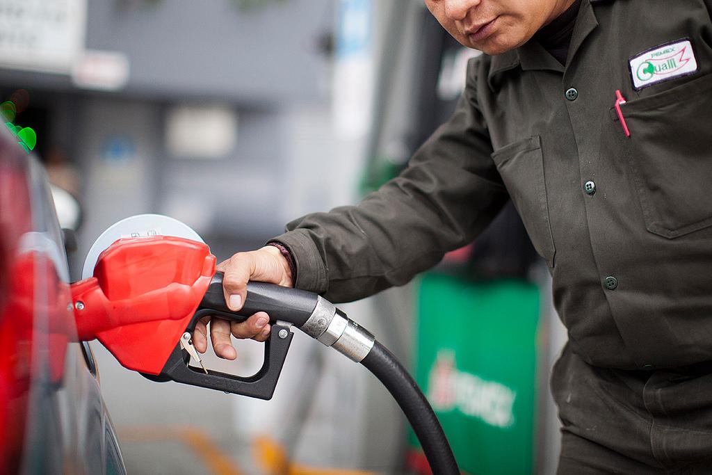 México podría prohibir pagos de gasolina y casetas en efectivo