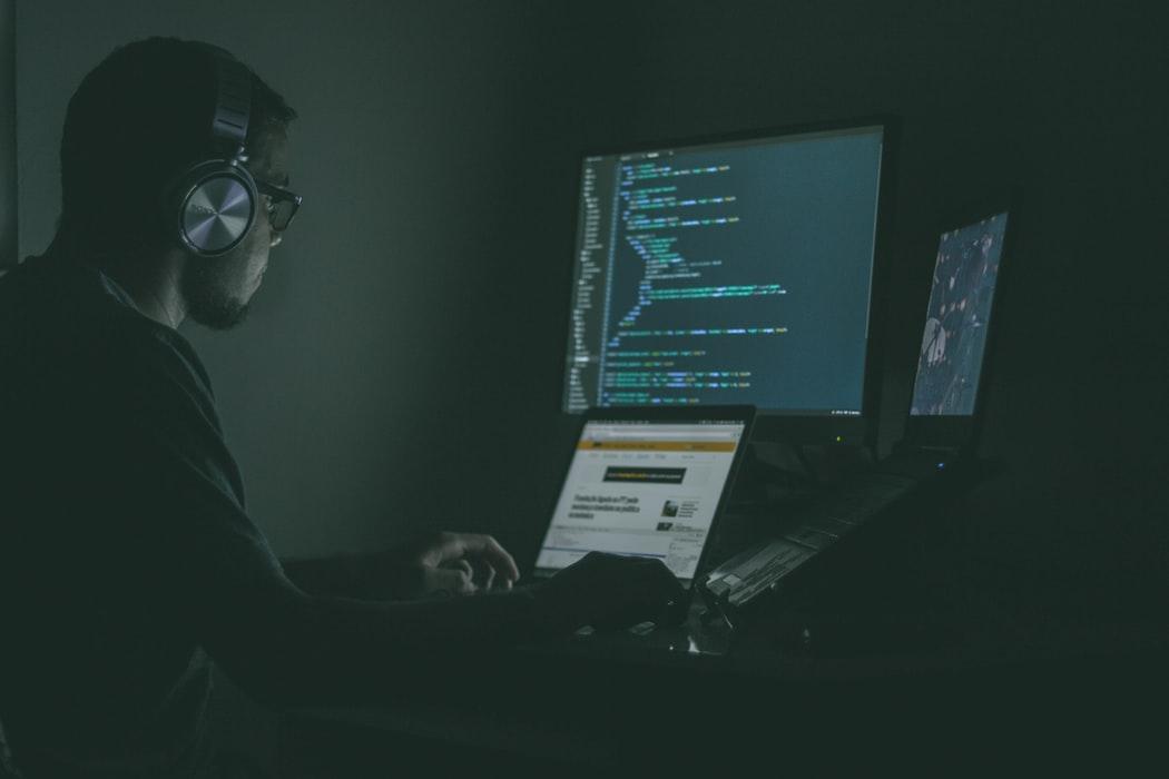 La Def Con se convirtió en un espacio para hallar vulnerabilidades en los sistemas informáticos de los autos