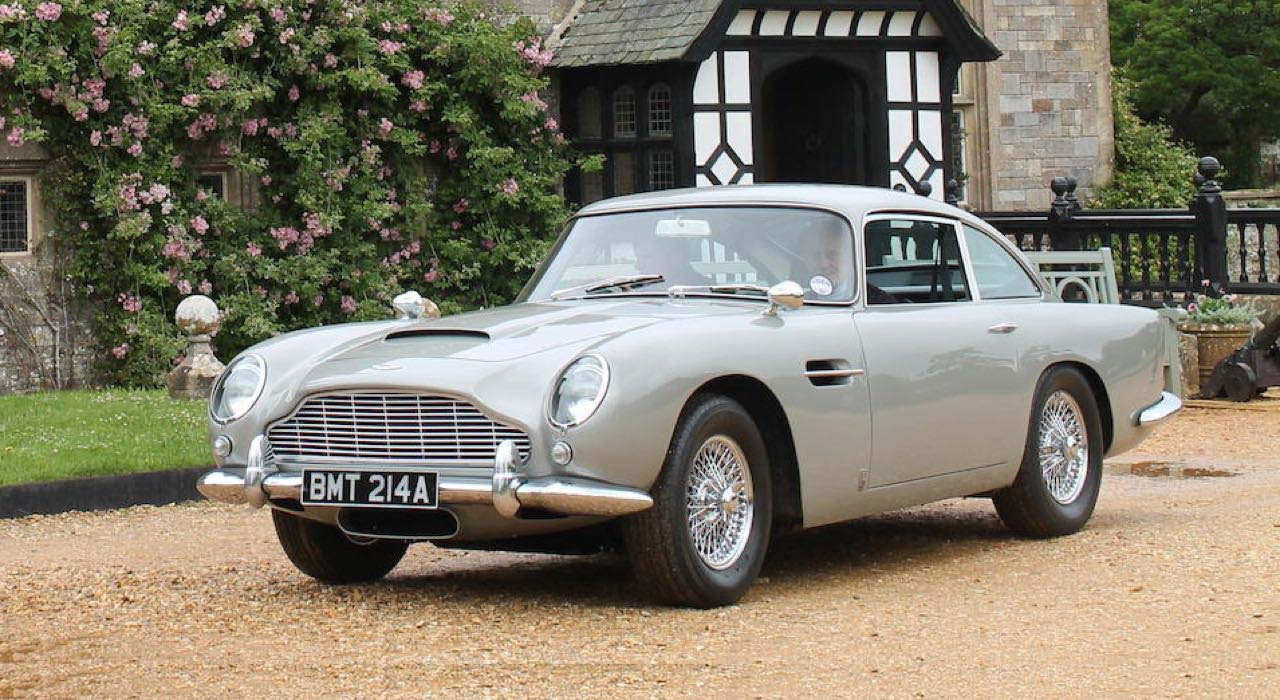 El Aston Martin DB5 de James Bond fue restaurado en Suiza