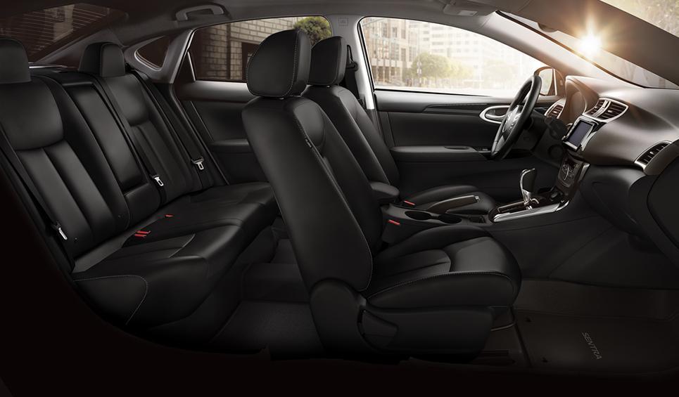 El interior del Nissan Sentra Exclusive CVT 2019 es práctico y funcional, pero tiene una marcada presencia de plásticos duros