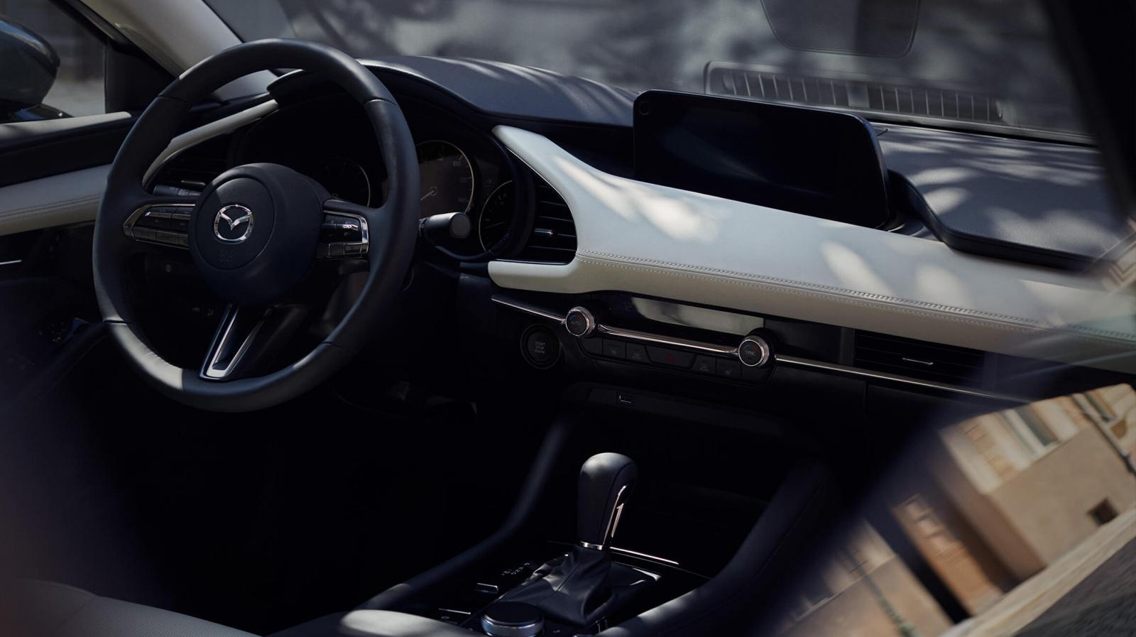 El Mazda 3 Sedán i Grand Touring TA 2019 presume más sistemas de asistencia al conductor, lo que se traduce en un manejo más confiable y mayor gobernabilidad