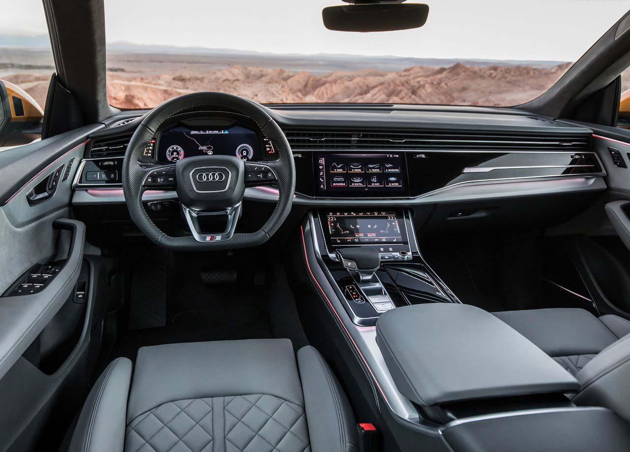 La Audi Q8 en su interior presenta un estilo elegante, deportivo y futurista