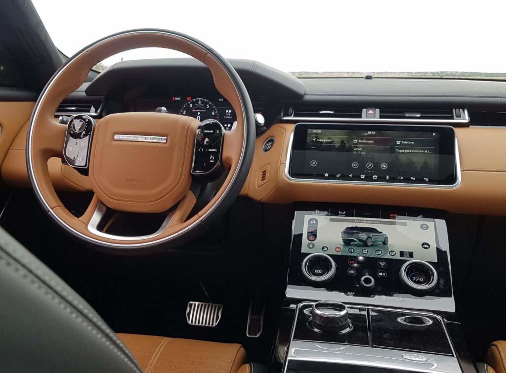 La cabina de la Land Rover Range Rover Velar logra la compleja misión de transmitir elegancia