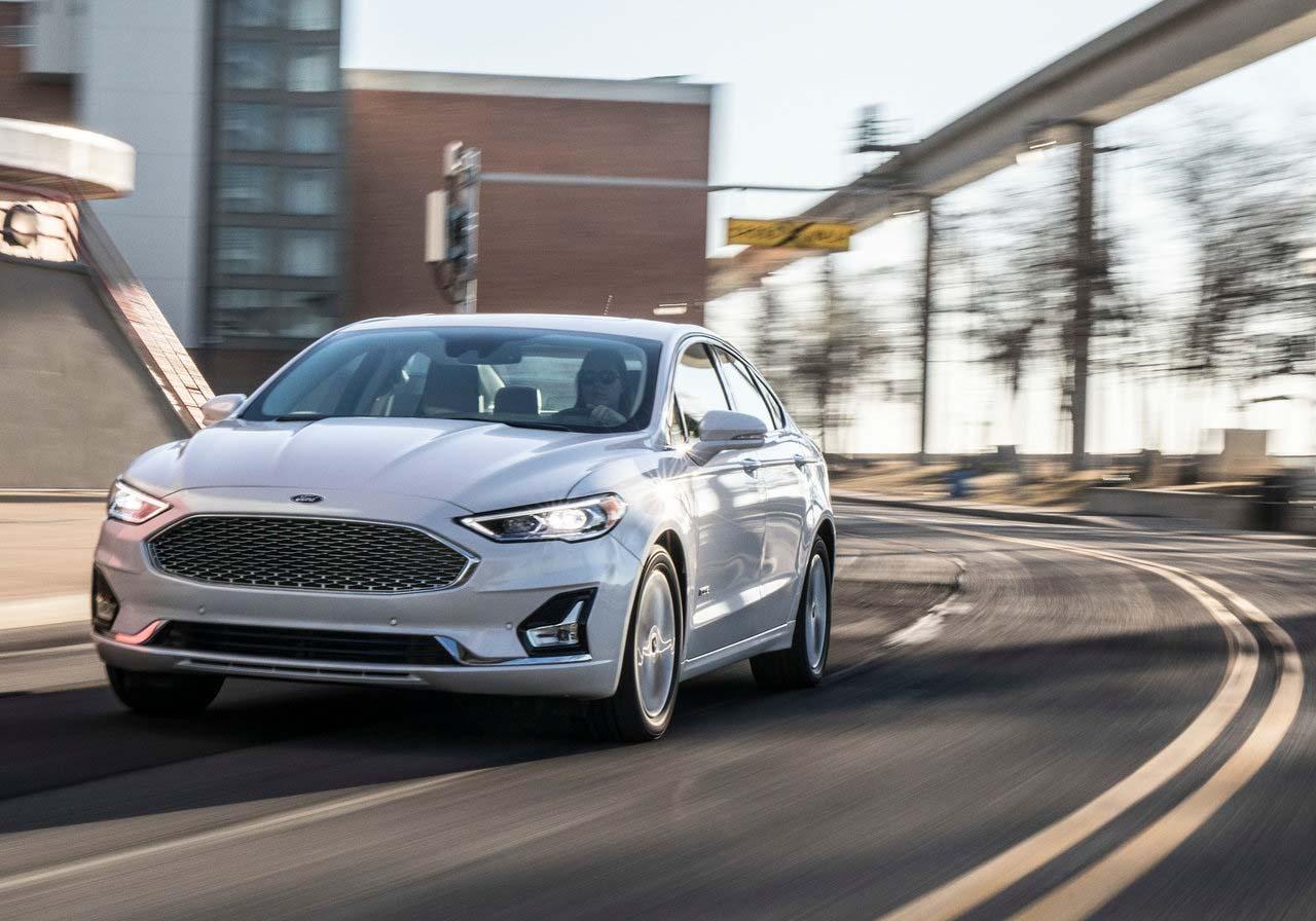 Del Ford Fusion hay que revisar los pretensores en los cinturones delanteros