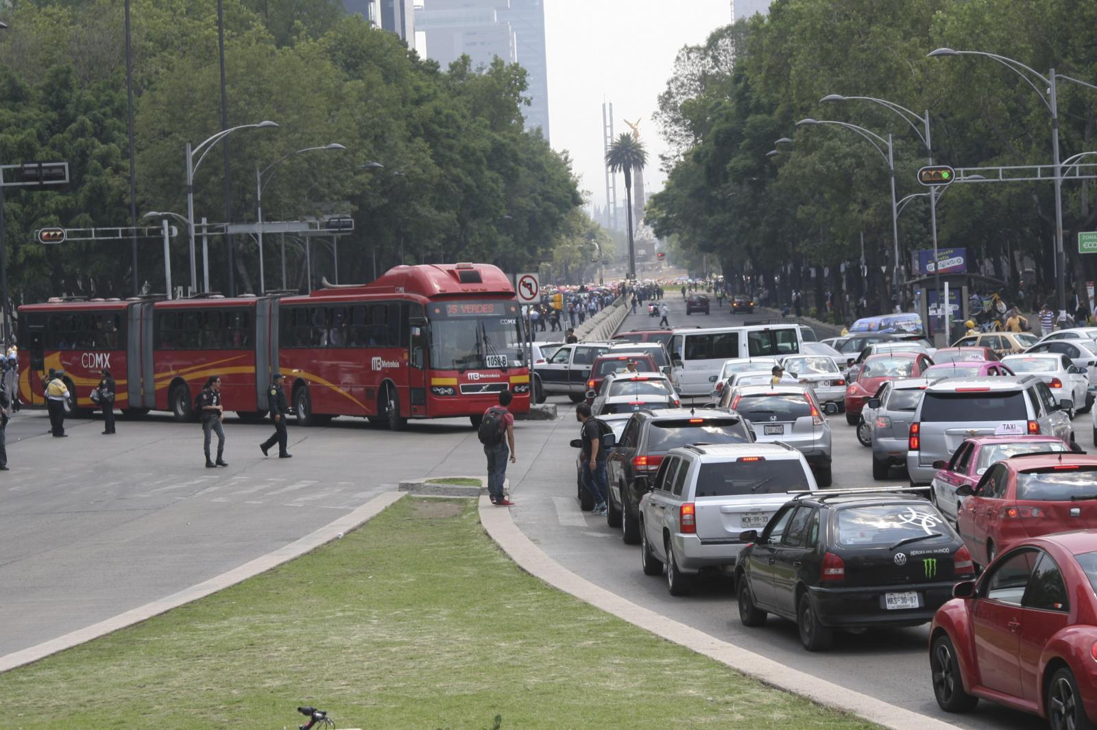 """¿Qué son y cómo evitar los temidos """"congestionamientos fantasmas""""?"""