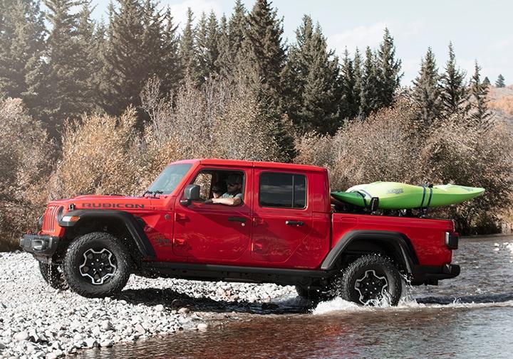 La Jeep Gladiator Rubicon 2020 muestra su músculo fuera de ruta, pero no sufre en el tráfico o sobre el asfalto en carretera