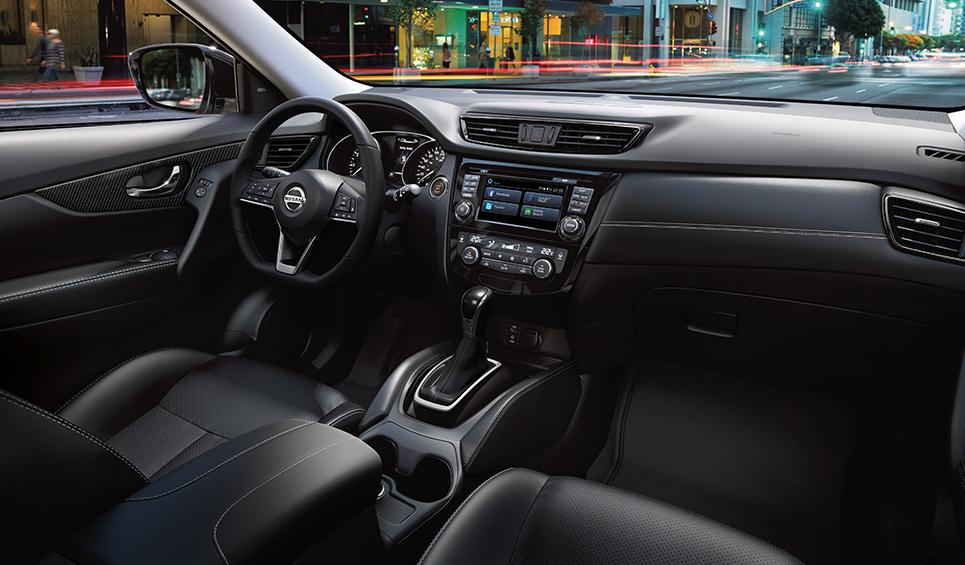 La cabina de la Nissan X-Trail 2020 precio en México lleva asientos de piel en las versiones Exclusive