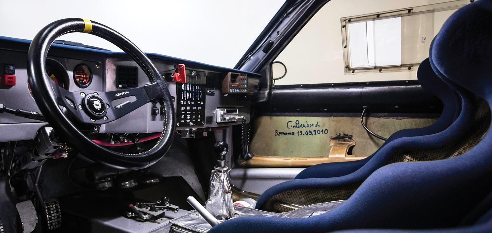 El interior del Lancia Delta S4 no tuvo que ser retocado de forma profunda porque se encontraba en buenas condiciones