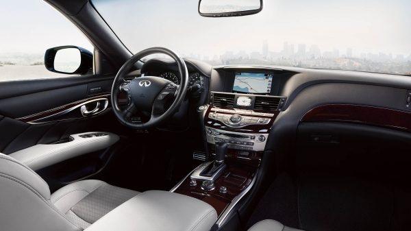El Infiniti Q70 5.6 Perfection 2019 presume una cabina con detalles que recuerdan su carácter premium