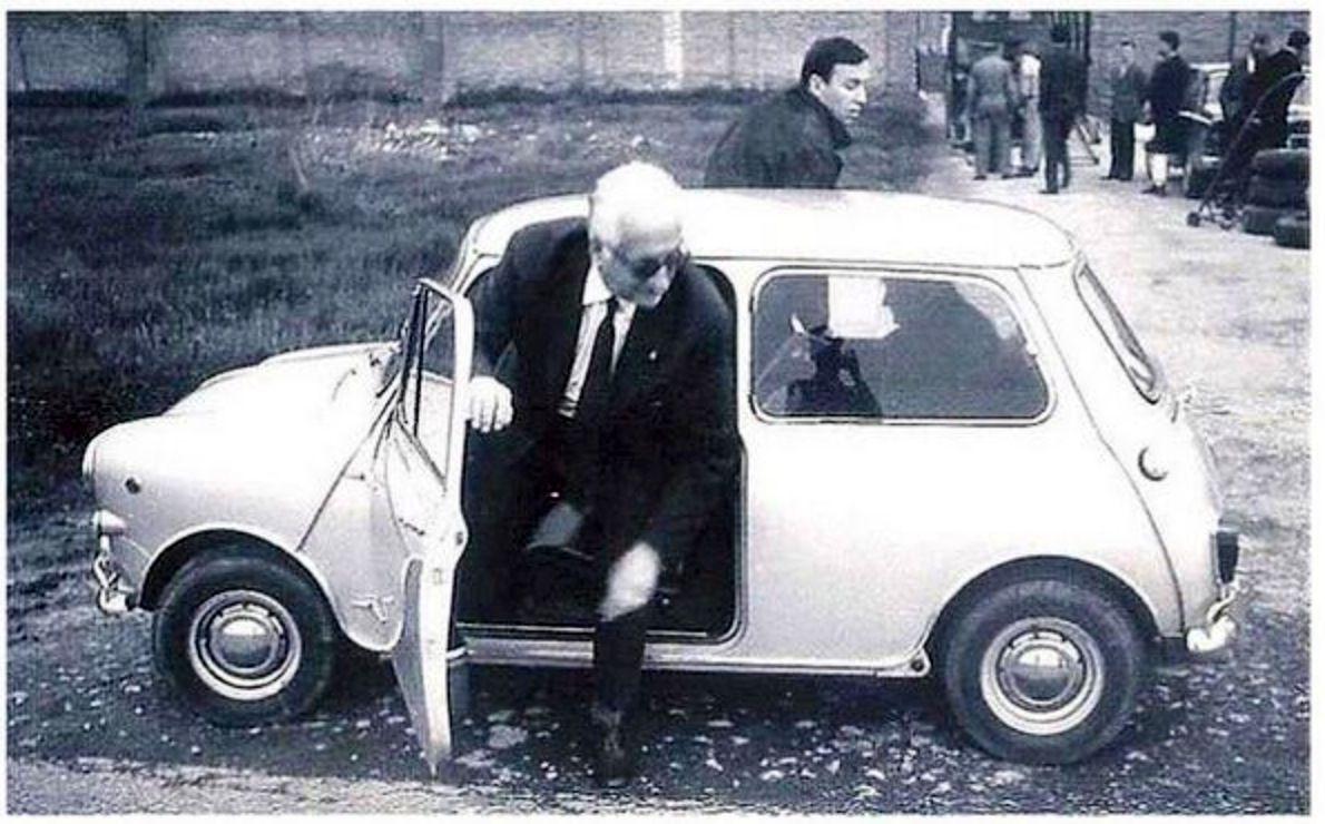 Enzo Ferrari y su Mini