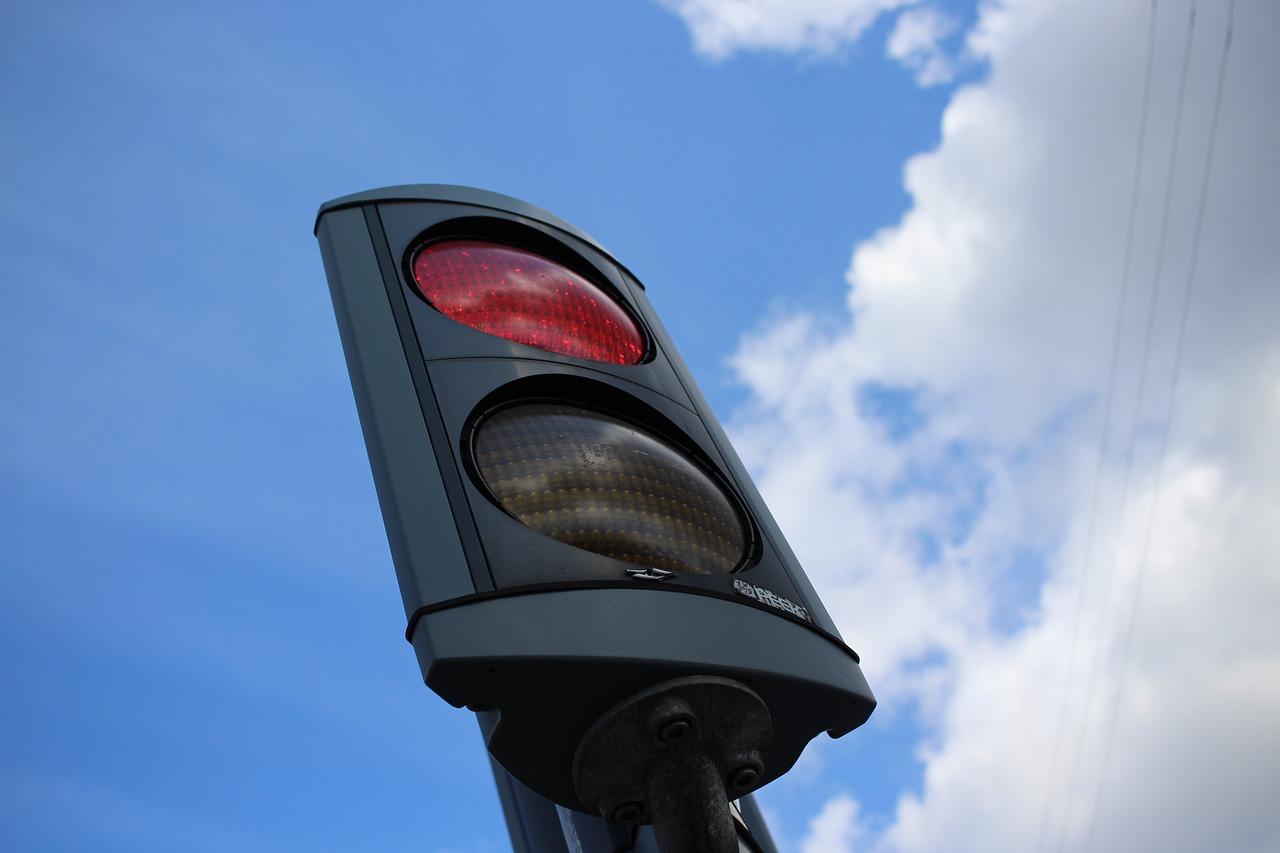 Así debes conducir cuando no sirven los semáforos