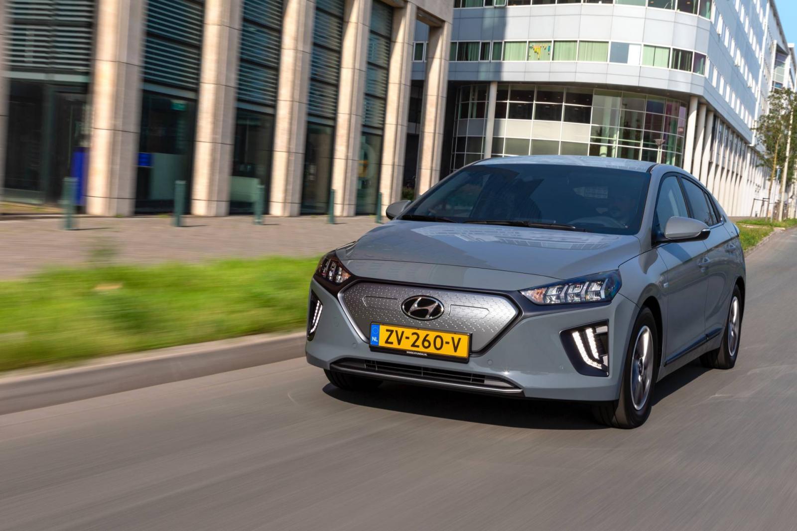 El Hyundai Ioniq Eléctrico 2020 presume una parrilla renovada, así como algunas otras mejoras estéticas