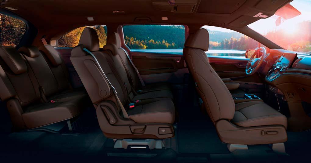 La cabina de la Honda Odyssey Touring 2019 tiene gran espacio y tecnología para el entretenimiento