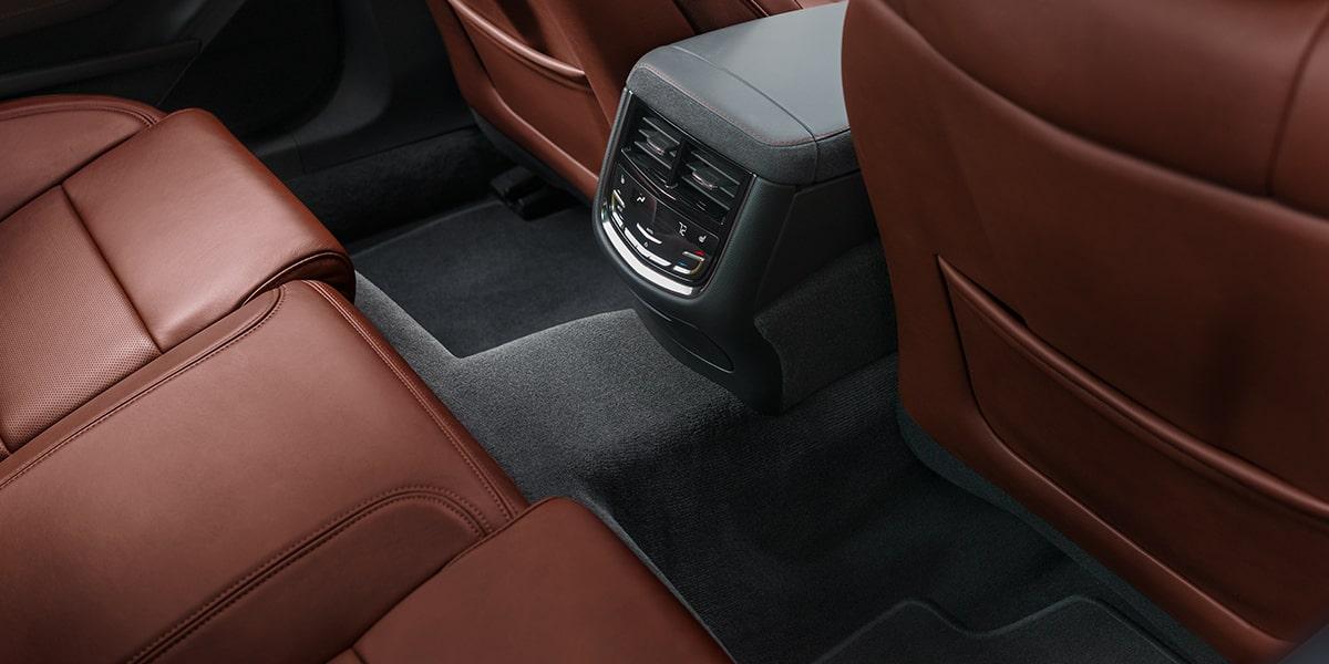 El interior del Cadillac CTS Premium 2019 genera buenas sensaciones al tacto y promete viajes cómodos