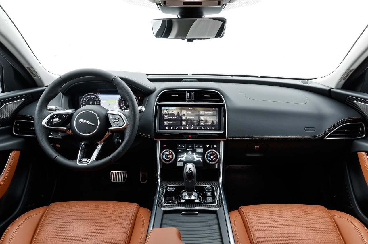 Es en el interior del Jaguar XE 2020 precio en México donde se pueden ver los cambios más significativos