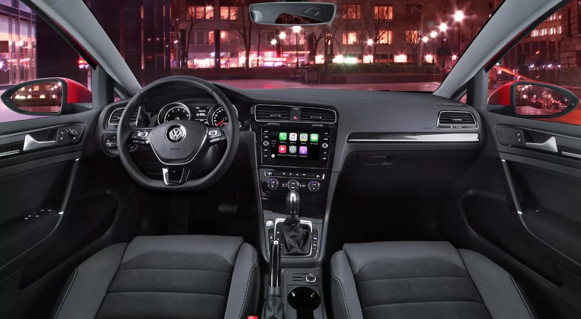 El Volkswagen Golf Highline 2019 tiene una cabina funcional e intuitiva
