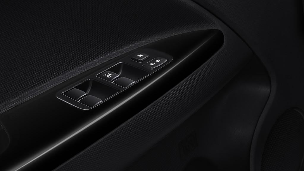Predominan los plásticos duros en la cabina del Dodge Attitude 2020 precio en México