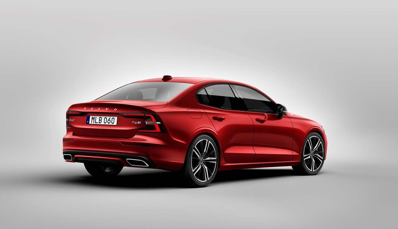 El Volvo S60 2020 precio en México tiene bajo el cofre un motor cuatro cilindros turbo de 2.0 litros