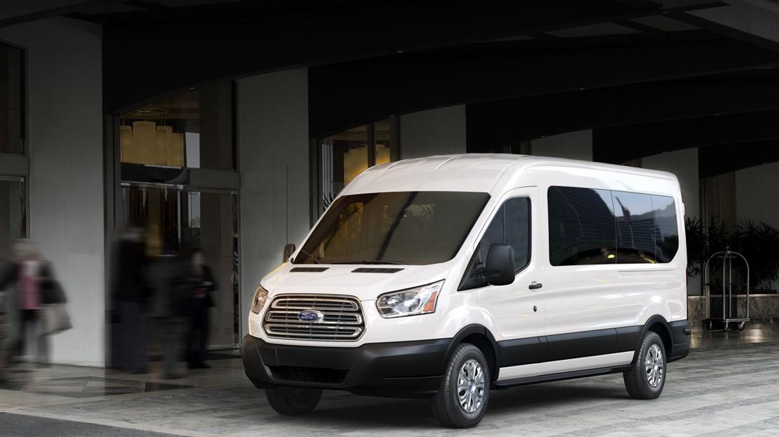 Mejor vehiculo comercial: Van de color blanco