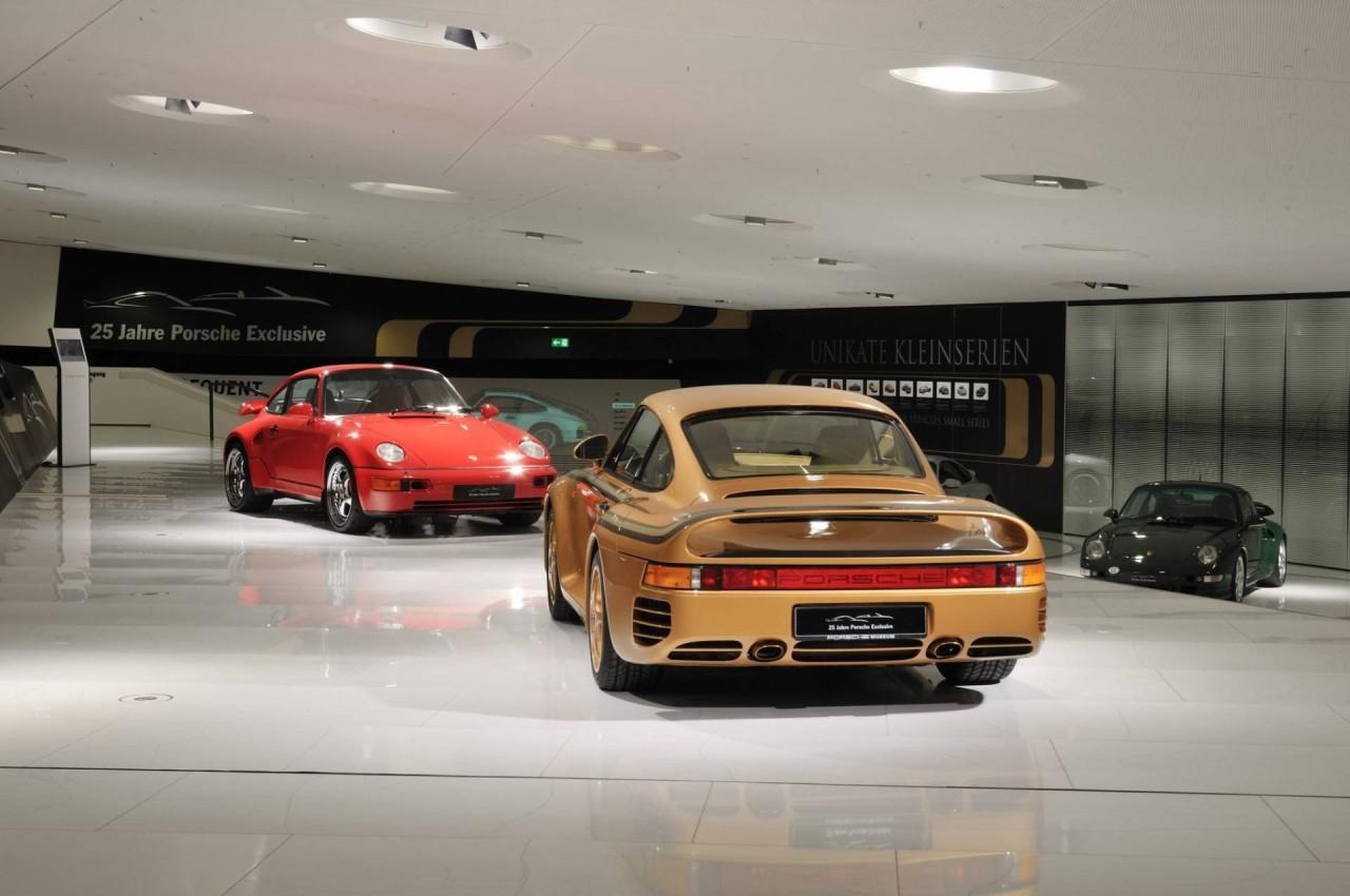 Porsche 959 dorado y rojo